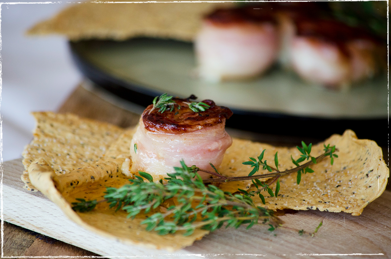Bacon-wrapped gaot´s milk cheese tartlets