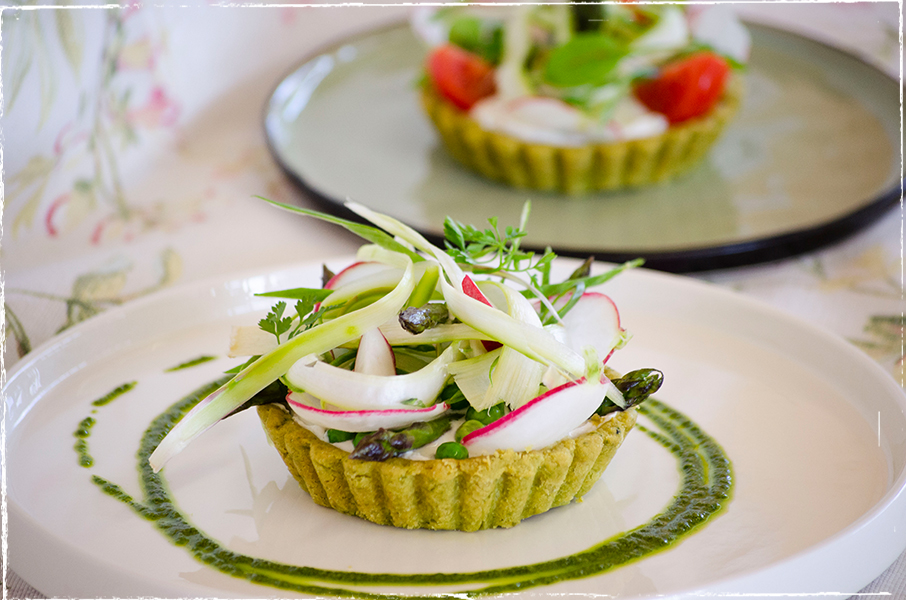 "Wild garlic shortcrust pastry tartlets with ""exquisite goat´s milk cheese"" and spring vegetables"