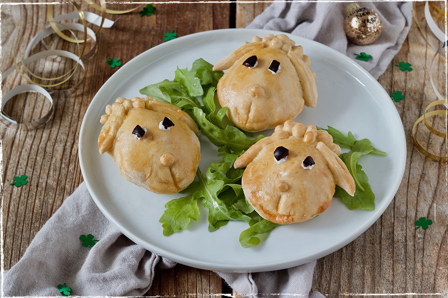 Savoury stuffed sheep - New Year´s lucky charms