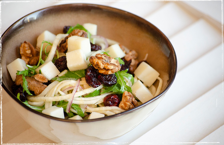 Vegetable salad with Waldviertler goat´s milk cheese and walnuts