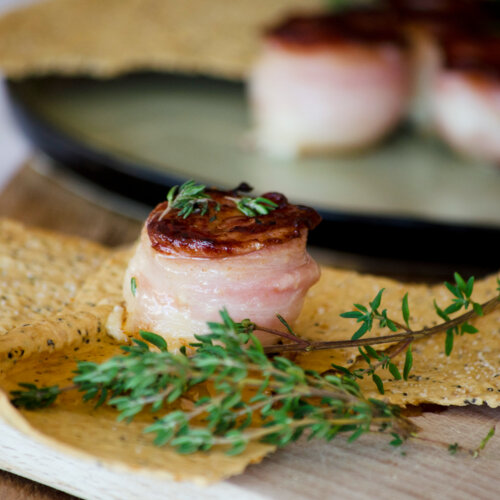 Bacon-wrapped goat´s milk cheese tartlets