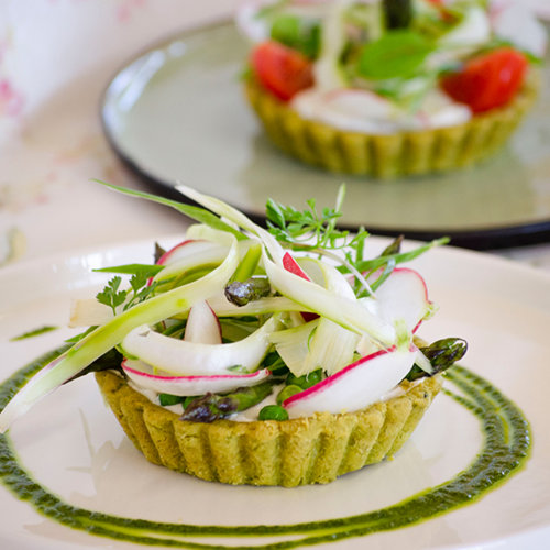 "Wild garlic shortcrust pastry tartlets with ""exquisite goat´s milk cheese spread"" and spring vegetables"